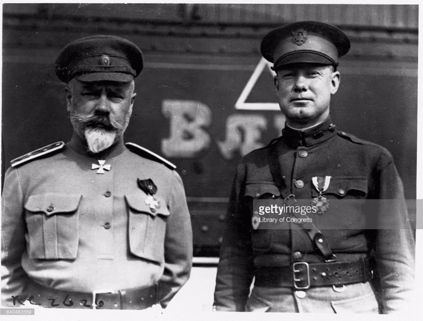 Антон Иванович Деникин и американский офицер.