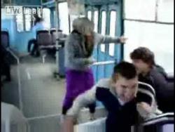 Бабка жжот в троллейбусе