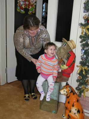 Ариночка-внучка в г.Новый Уренгой в гостях.